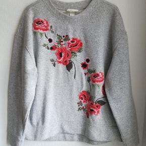 Sweatshirt med blomster str M