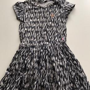 Super lækker kjole fra Hummel str. 122