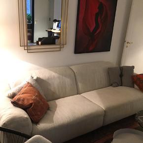 EILERSEN Softice sofa i utrolig god stand.   Sandfarvet vævet stof.  Hynder polstret med skum og dun ovenpå giver en fantastisk komfort.  3. personers. To moduler og to hynder - let at transportere.  2,4 m lang og 1 m dyb  Netop blevet renset og imprægneret (koster kr. 3100)