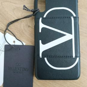 Helt nye Valentino Garavani Logo-Print Full-Grain Leather iPhone X/XS Case Black  NP 2000 har kvittering
