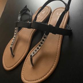 sandaler fra deichmann np ,, mp.. ellers byd 😊