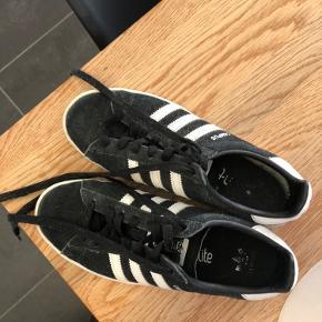 Adidas campus sælges i sort da de er blevet for små. De er en størrelse 38 og er normal i pasformen❤️