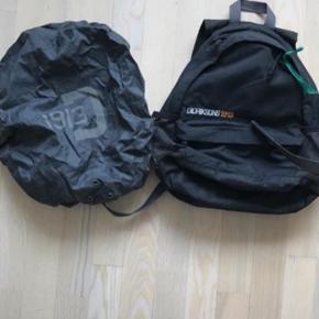 Børnerygsæk - turtaske. Med indbygget regnslag og clips foran. Godt brugt og små slidtegn her og der.
