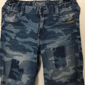 Varetype: Shorts Farve: Blå Prisen angivet er inklusiv forsendelse.  Ikke brugt meget.