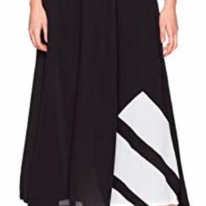 Aldrig brugt  Fin maxi nederdel fra Adidas  Str 44  Str mærke udklippet