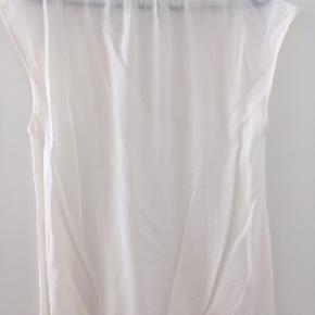 Hvid/beige transparent top. Kun prøvet én gang.