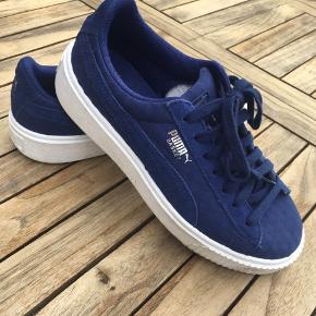 Koboltblå, meget blå sneakers fra Puma. Brugt 2 gange
