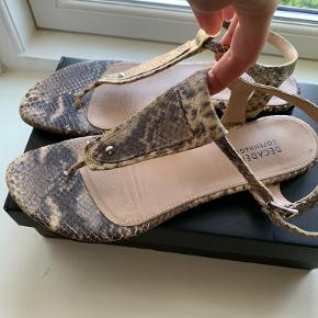 Decadent sandaler