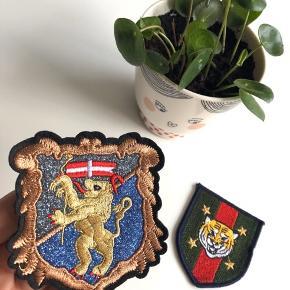 2 stk. Selvklæbende strygelapper til tøj i følgende motiv: Løve & Tiger 🦁🐯 (OBS: Sælges kun som samlet sæt)   Byd gerne kan både afhentes i Århus C eller sendes på købers regning 📮✉️