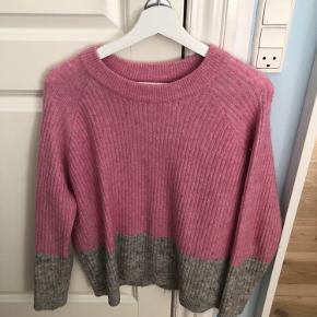 Sweater fra envii, kun brugt få gange Str. S  Skriv for mere info og billeder