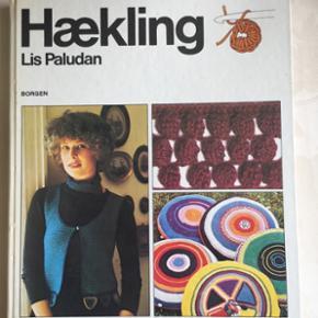 Hækling  Af Lis Paludan  Borgen forlag  Sender gerne, køber betaler for porto.  Vægt: 456g  Porto: 37kr med Dao Retro bog