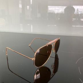Ray Ban Aviator solbrille. Med de originale glas i klassisk brun uden ridser og uden Ray Ban logo.  RayBan case medfølger