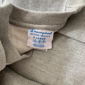 Champion - Reverse Weave, købt i USA. Super tyk og lækker kvalitet! Fede detaljer, såsom ekstra bred rip kant
