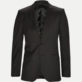 Helt ny hugo boss standard sort blazer! Aldrig brugt med tags på stadig Nypris:3500kr  Sidder knald godt og er i den lækre model super 120