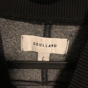 Super lækker Soulland sweat, sælges da jeg aldrig bruger den.  Fitter 175-185 ca. (jeg er 180 og lettere muskuløs, se sidste billede)  Mp 450 Bin 900 intet OG, den er købt i Sierstad på Strøget