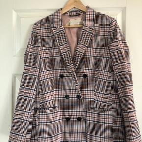 Den smukkeste blazerjakke fra Inwear! Kom med et bud.