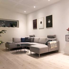 Chaiselong sofa fra ILVA. Ingen slid eller pletter. Mål: 308x203 Højde: 81 cm. 6000 kr ved en hurtig handel. 1 år gammel.