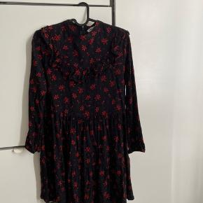 Fin Zara kjole, kun brugt 2 gange 😁