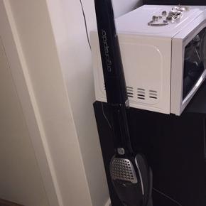 Electrolux 2in1 støvsuger ledningfri brugt få gange og 2 år gammel.