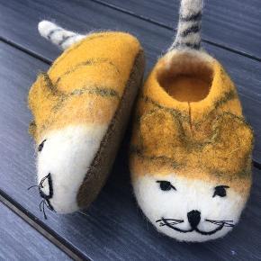 Kæreste håndlavede katte/Tiger futter i lækker uld. Helt nye. Så kære. Str 22/23.