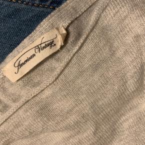Meget delikat og blød i en uldblanding strik fra American Vintage, brugt maks 2 gange.