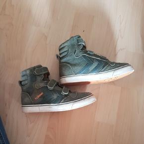 Lækre sko.  De er i den pæne ende af gmb. Det ikke meget min søn har nået at bruge dem.