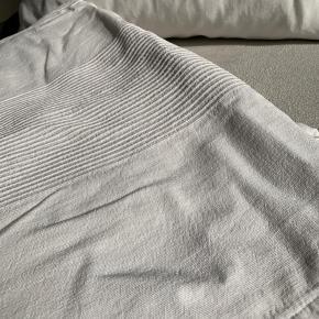 2 senge tæpper fra Ikea 100x210, det ene helt nyt den andet er vasket 1 gang  Sælges samler