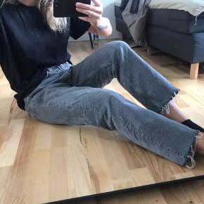 ZARA oversized jeans, sælges da dsv er for store til mig, derfor også brugt meget få gange.  Str 38 BEMÆRK  Denne model er stor i størrelsen