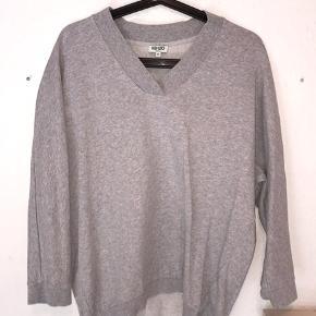 Fitter en S-M.  Farve: grå.  Nypris: ca. 1700 kr. (se sidste billede i en anden farve)