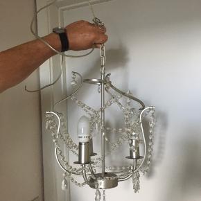 Lille lysekrone fra IKEA, sælges billigt grundet flytning :)