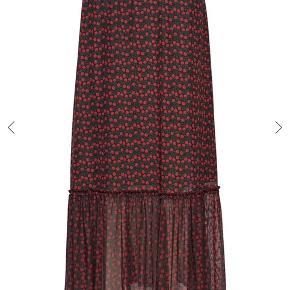 Fineste nederdel fra Just. Str xs, men med stræk så passer også en small.