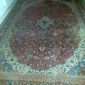 Ægte tæppe, nyrenset, måler 270 x 370