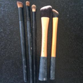 Real techniques sælges for 20kr pr stk 35 for begge   Øjenskygge børsterne sælge for 10kr pr stk eller 25kr samlet