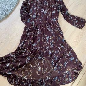 Sælger denne fine kjole. Kun prøvet på :-)