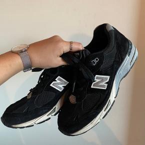 Sælger mine New Balance 991 i sort. De fitter normalt.