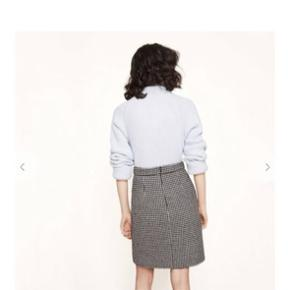 Fineste maje nederdel.  Meget velholdt, ingen tegn på slid. Købspris ca. 1750,-