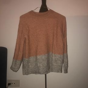 Lækker sweater fra Envii. Den er brugt maks 5 gange og fejler ingenting. Ny pris 450kr
