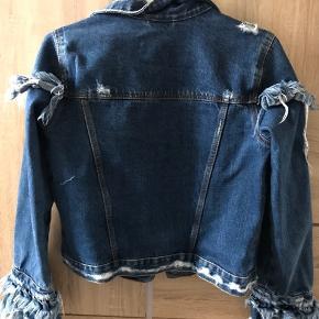 Populær ZARA denim jakke, kan ikke købes mere