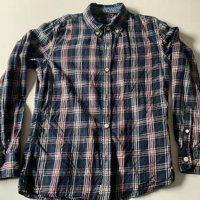Rigtig fin skjorten. Brugt og vasket max 5 gang