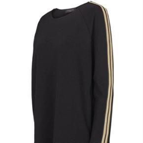Oversize kjole fra Prepair, i sweatshirt agtig stof og kraftig blød kvalitet. #blackfriday