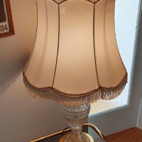 Flot gammel glaslampe fra Berlin med Messing fod. Ingen skader, skærmen har patina