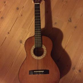 Guitar 3/4 sælges for 250kr