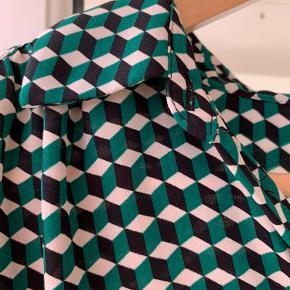 Grøn, sort og hvidt mønster.