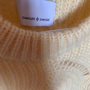 40% nylon  30% mohair 30% wool