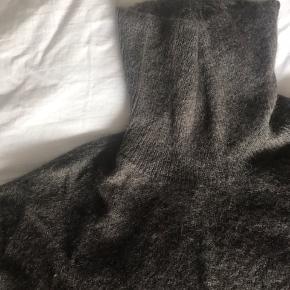 Meget lækker og fin trøje - jeg har brugt den som oversize-sweater, derfor den store størrelse :-)