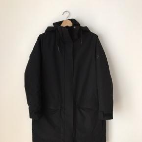 Peak performance jakke i str small. Brugt i en kort periode.   Kan afhentes i Ørestad eller sendes på købers regning.
