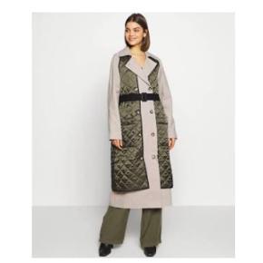 Lolclon trenchcoat fra H2OFagerholt Brugt 1 gang  Nypris 3.500,- Købt hos fashionByEmma og kvitt. medfølger gerne