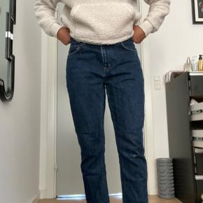 Sælger disse fede weekday Seattle jeans da de er for store om livet. De er str 31/28 og har et lille slid på knæet. Brugt meget få gange