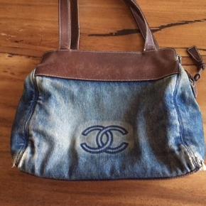 Vintage Chanel taske i denim.   Bytter ikke.