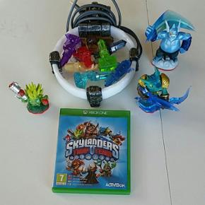 3 skylanders figure + 8 trap's + 1 portal og selve spillet.
